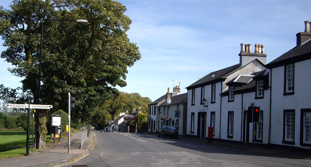 The village crossroads, with Glasgow to the west, Strathaven to the east, and East Kilbride to the north